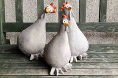 Huhn aus beton – Mischungsverhältnis zement Best Picture For Cement color For Your Taste You are looking for something, and it is going to tell you exactly what you are looking for, and you didn't fin Cement Art, Concrete Crafts, Concrete Art, Concrete Projects, Concrete Garden, Clay Projects, Chicken Crafts, Chicken Art, Art Concret