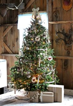 A burlap ribbon topper —  with burlap garland to match —  completes this cozy, semi-traditional tree.  See more at Fynes Designs »    - HouseBeautiful.com