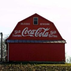 Coke Barn Fairfield Co - OH. I love Coca-Cola and red barns,,,what could be better? Country Barns, Country Life, Country Roads, Country Living, Always Coca Cola, Barn Art, Farm Barn, Red Barns, Old Buildings