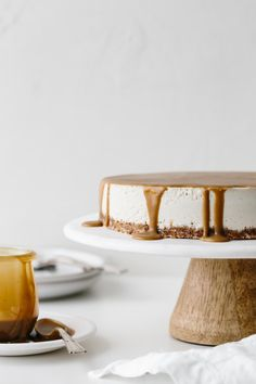 This gluten-free Vegan Caramel Cheesecake recipe is drizzled with the most amazing salted caramel sauce. The vegan cheesecake is simply made from cashews that have soaked overnight and it's super creamy and decadent. 13 Desserts, Gluten Free Desserts, Vegan Gluten Free, Cheesecake Paleo, Caramel Cheesecake, Cotton Cheesecake, Ricotta Cheesecake, Vegan Caramel, Salted Caramel Sauce