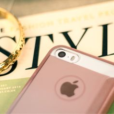 £14.99 Keep your iPhone SE safe from harm with the leather-style rose gold flip case from Xundd. The book flip design protects even your precious screen, while the clear back casing with electroplated detailing enhances your phone's natural charms perfectly.
