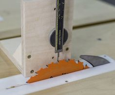 How to make a simple Height Gauge Woodworking Planes, Rockler Woodworking, Woodworking Patterns, Woodworking Supplies, Radial Arm Saw, Homemade Tools, Woodworking Magazine, Gauges, Simple