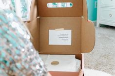 Inside each MOMBOX you'll find handpicked items from seasoned veterans to help ease your recovery process and ensure you're caring for your own well-being in the days and weeks after baby. Box Packaging, Packaging Design, Funny Anecdotes, Baby Gift Box, Newborn Essentials, Postpartum Recovery, Baby List, After Baby, Parenting 101