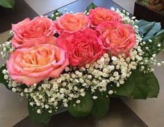 Ξεχωριστές ανθοσυνθέσεις για την Γιορτή της Μητέρας #lesfleuristes #λουλούδια #ανθοσύνθεση #ανθοπωλείο #γλυφάδα #ΓιορτήΜητέρας #MothersDay Floral Wreath, Wreaths, Rose, Flowers, Plants, Home Decor, Floral Crown, Pink, Decoration Home