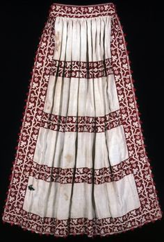 17th century (but not unlike those of the 16th century) Italian apron. Plain linen, pulled thread work with silk floss in two-sided Italian cross stitch. Inside waistband gathered by feathered, running and back filling stitches. Edged in silk, warp twining with ground weft fringe. Attached by buttonhole and detached buttonhole stitches. Held in the Art Institute of Chicago. 98.6 by 87.7cm.