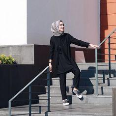 Anhänger, 960 folgen, 539 Eingereicht von - Rabia Sena Sever & # s (sena) ich . Hijab Simple, Casual Hijab Outfit, Hijab Chic, Ootd Hijab, Islamic Fashion, Muslim Fashion, Modest Fashion, Fashion Outfits, Fashion Muslimah