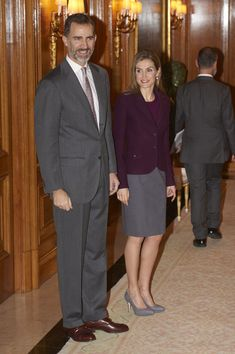 Queen Letizia of Spain Photos - Spanish Royals Attend a Meeting With Members of The Royal Theatre Foundation - Zimbio