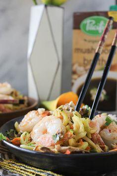 PaleOMG Shrimp & Zucchini Pad Thai using @pacificfoods Mushroom Broth