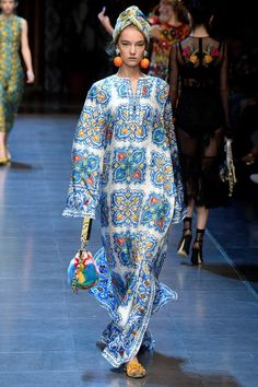Dolce & Gabbana Spring 2016 Ready-to-Wear Collection Photos - Vogue Fashion 2020, World Of Fashion, Fashion Show, Fashion Design, Fashion Trends, Milan Fashion, African Fashion Dresses, Spring Summer 2016, Mode Style