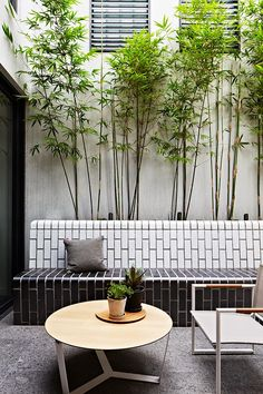 Check out these modern outdoor spaces with clever contemporary design and stylish outdoor furniture. Outdoor Rooms, Outdoor Living, Outdoor Furniture Sets, Outdoor Seating, Patio Design, Exterior Design, Courtyard Design, Tile Design, Patio Images