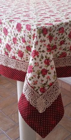 Mantel a cuadros bordado - sandra pins Dining Table Cloth, Table Linens, Sewing Hacks, Sewing Crafts, Sewing Projects, Shabby, Free To Use Images, Mug Rugs, Table Toppers