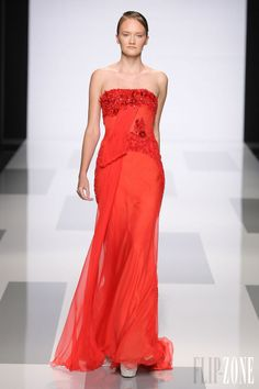 Tony Ward - Couture - Fall-winter 2013-2014 - http://en.flip-zone.com/fashion/couture-1/independant-designers/tony-ward-4047