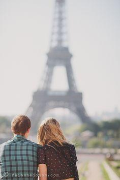 Romantic couples shoot in Paris on the Trocadero/Eiffel Tower : Rhianne Jones Photography