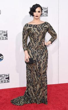 Os looks da Jennifer Lopez no American Music Awards 2015 - Demi Lovato