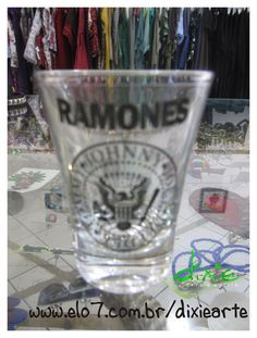 Copo Shot Ramones R$20,00