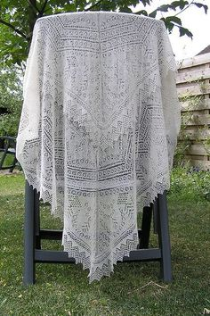 The Queen Susan Shawl pattern by The Ravelry Heirloom Knitting Forum free knit pattern Knit Or Crochet, Crochet Shawl, Knit Cowl, Crochet Granny, Hand Crochet, Shawl Patterns, Crochet Patterns, Baby Shawl, Knitted Shawls