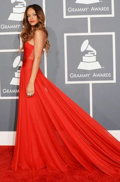 Grammys 2013: Viel nackte Haut trotz spießigem Dresscode - GRAZIA Magazin
