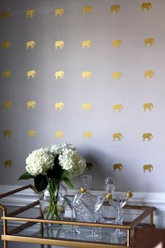 Tapeten auf gelben Elefanten