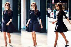 robe bleue marine la griffe Azzedine Alaïa portée par Victoria Beckham