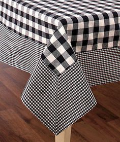 Add some checkered charm to your everyday dining with a Country Check Tablecloth. The top has a large checkered pattern with a small checkered border. Sewing Art, Sewing Crafts, Sewing Projects, Chair Covers, Table Covers, Sewing Tutorials, Sewing Hacks, Checkered Tablecloth, Curtain Designs