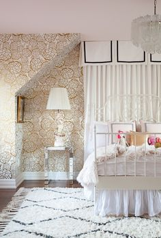 girl's bedroom with petal pusher wallpaper // Christine Dovey and Meredith Heron // #gold #floral #wallpaper
