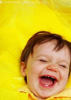 Geluk is... even flink de slappe lach hebben.