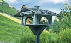 Vogelfutterhaus aus Blockbohlen