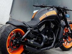▷ Harley-Davidson Custom Softail by Rick's Motorcycles Harley Night Rod, Harley Davidson Night Rod, Harley V Rod, Harley Davidson Trike, Harley Davidson Road Glide, Vrod Custom, Custom Sportster, Night Rod Custom, Motorcycle Riding Gear