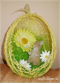 easter egg made from baloon and thread