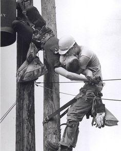 Rocco Morabito - The Kiss of Life (1968)  1967 yılında Jacksonville Florida'da yaşayan J.D. Thompson ve Randall G. Champion adlı iki iş arkadaşı için mesai diğer günlere göre çok daha zor geçmişti.