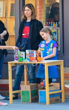 Sofia Coppola - Sofia Coppola Helps Her Daughter Sell Girl Scout Cookies