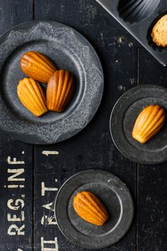 Madelines Recipe, Madeleine Cake, French Cake, Savory Snacks, Kitchen Recipes, Little Things, Sweet Tooth, Food Photography