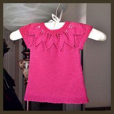 top bimba con spiegazioni in italiano Knitting Stitches, Baby Knitting, Knitting Patterns, Crochet Patterns, Pulls, Knit Cardigan, Knit Crochet, Short Sleeve Dresses, How To Wear