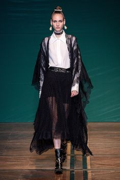2020 Fashion Trends, Fashion 2020, Vogue Paris, Vogue Fashion, Runway Fashion, Paris Fashion, Gn, Vogue Us, Kinds Of Clothes