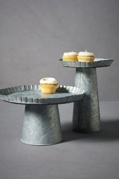 galvanized stands, love this idea, a tart pan and a bucket!