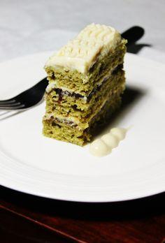 MATCHA ~~~ this matcha green tea cake includes a layer of adzuki bean paste and tofu cream frosting. beyond brilliant. Healthy Dessert Recipes, Tea Recipes, Healthy Desserts, Sweet Recipes, Delicious Desserts, Matcha Dessert, Matcha Cake, Bean Cakes, French Patisserie