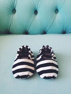 Baby Boy Shoes DIY. Does not link directly to pattern/tutorial. Click through for link. (The pics on this site look better)