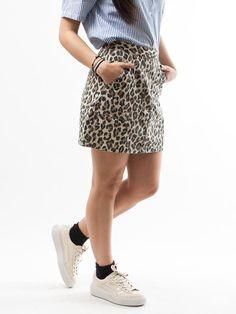 Scopri Gonne Polina Skirt Levis Donna. Approfitta delle migliori offerte Streetwear e Sneakers e Acquista Online su Moveshop.it!