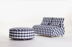After careful study of Hästens' manufacturing process, Satyendra Pakhalé designed a utilitarian sofa concept in classic blue check.