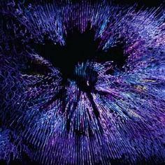 Open Geometry. Aus der Serie Metamathematik. 2013 - 2017  Tiny Planet - Rotierendes Raumobjekt aus Draht, Leuchtfarbe und Leuchtwolle  Skulptur, Objekt, Video, Installation, Fotografie  Markus Wintersberger 2013 - 2017  #opengeometry #metamathematic #draht #skulptur #analogdigital #schwarzlicht #raumcollage #schwingung #architektur #raumzeichnung #markuswintersberger #ricohtheta #tinyplanet #glitché