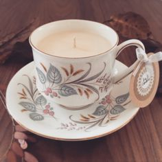 The lovely autumnal 'April' Teacup is part of our recycled vintage range and is filled with the popular Salted Caramel scent
