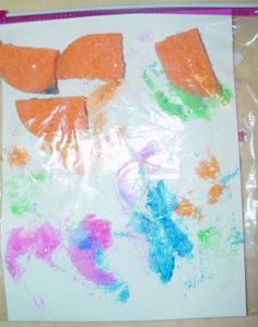 Zippy No Mess painting with a resealable bag and some sponges. Just dip some pieces of a sponge in paint and put inside a resealable bag with a piece of paper. Close the bag and let your kid press on the sponges to make a beautiful painting! toddler preschool