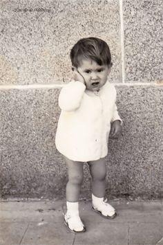 Neno vestido de branco posando. Cedida por Ezaro.com