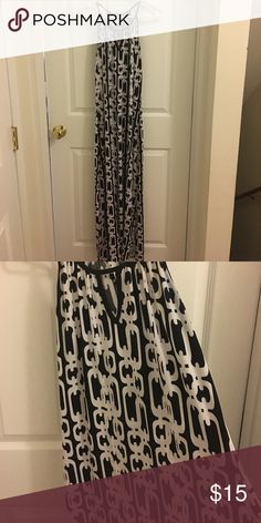 Like NEW!!  Fun maxi dress!! Black and white chain patterned maxi dress with halter styled top.  Looks great with a cardigan on cool nights!! MSK Dresses Maxi