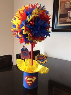 Superman centerpiece Superman Baby Shower, Superhero Baby Shower, Superhero Party, Superhero Superman, Batman Vs, Superman Birthday Party, Costume Birthday Parties, Avengers Birthday, Twins 1st Birthdays