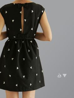 Adorable dress with boats on it! #diy La Thai qui Riz: IL ÉTAIT UN PETIT NAVIRE...