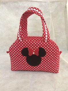 Quilted Handbags, Quilted Bag, Bag Quilt, Disney Tote Bags, Creative Shoes, Diy Tote Bag, Sewing Lessons, Sewing Projects For Kids, Patch Quilt