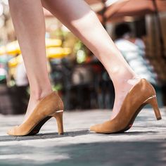 Shop the Total Motion® Valerie Luxe Pump Gold Detail at the Official Rockport Online Store. Featuring both truTECH® and truTech+ for shock absorption at the heel and forefront for all-day comfort. Rockport Total Motion, Gold Pumps, Autumn Winter Fashion, Stiletto Heels, Pairs, Detail, Elegant, Fall, Leather