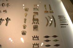 Archäologiemuseum Schloss Eggenberg (Joanneum) --Museumsbesuch 2014: diverse Kleinfunde aus der Steiermark, darunter römische Gürtelschnallen und Riemenzungen