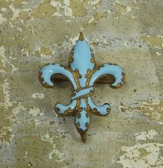 antique enameled Fleur de Lis brooch-i would love to come across this at the french market. my fav jewelry has been found there :)